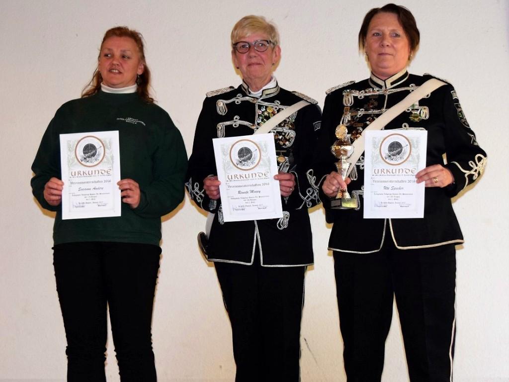 Die Vereinsmeister der Altersklasse Damen: Susanne Anders 3. Platz, Renate Macey 2. Platz und Uta Specker 1. Platz
