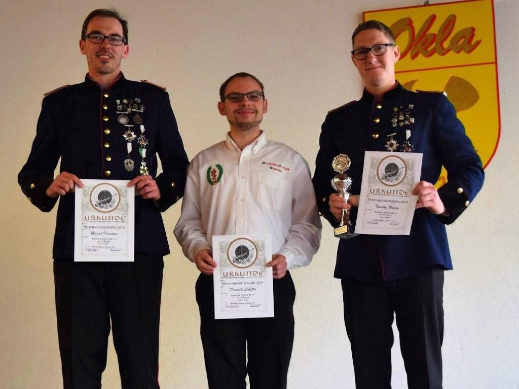 Die Vereinsmeister bei den Herren: Marcel Dreistein 2. Platz, Dominik Sobotta 3. Platz und Timothy Macey 1. Platz
